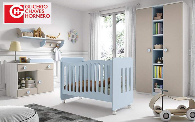 chambre pour bébé avec lit à barreaux